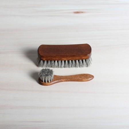 Polish applicator and shine brush, 100% horsehair, light.
